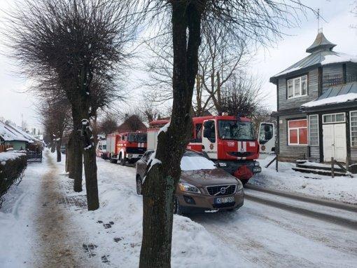 Priešgaisrinės automobiliai skubėjo į K. Donelaičio gatvę