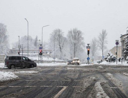 Naktį eismo sąlygas sunkins plikledis ir vietomis galimas rūkas