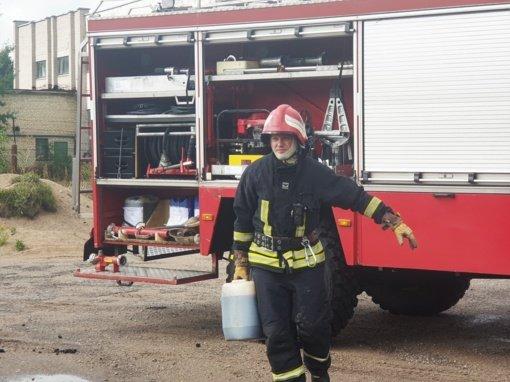 Trakiškių kaime atvira liepsna degė ūkinis pastatas