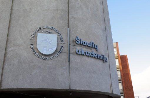 Įteikti diplomai Vilniaus universiteto Šiaulių akademijos pirmosios laidos absolventams