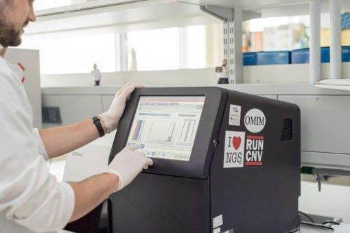 Santaros klinikos tęsia sekoskaitos tyrimus: viruso atmainų paveikslas nėra pats blogiausias variantas