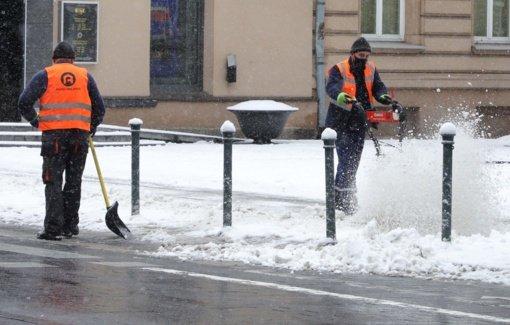 Eismo sąlygas sunkina plikledis ir pustymas, perspėja kelininkai