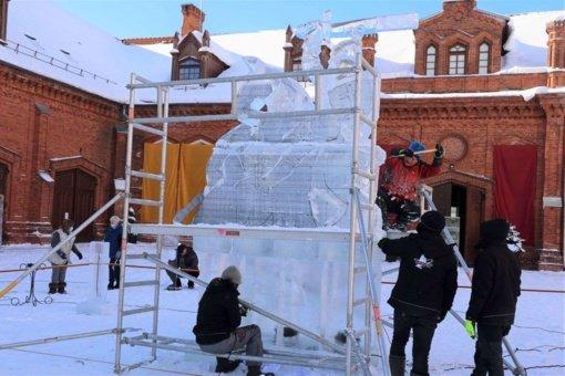 Vasario 16-osios išvakarėse Raudondvaryje iškilo ledinis Vytis