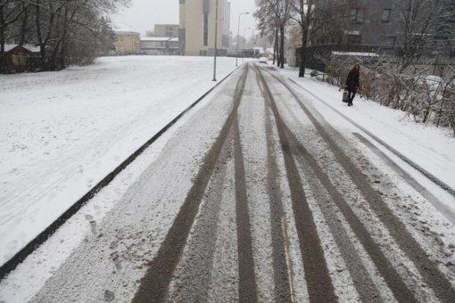 Kelininkai perspėja: dieną eismo sąlygas vietomis sunkins plikledis