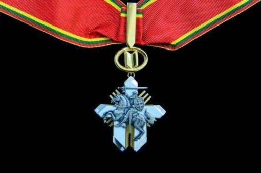 Pakruojo rajono savivaldybėje dirbę medikai apdovanoti Žūvančiųjų gelbėjimo kryžiais