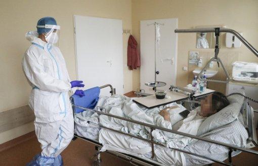 NVSC: tęsiasi koronaviruso infekcijos protrūkiai įmonėse, darželiuose, ligoninėse, vaistinėje, policijos komisariate