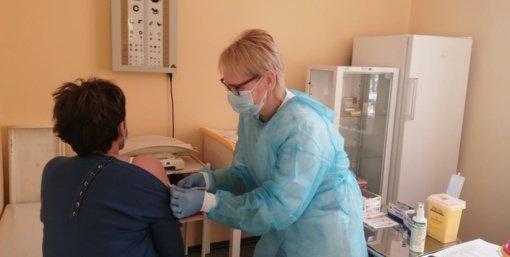 Akmenėje pradedama senjorų vakcinacija nuo COVID-19 ligos