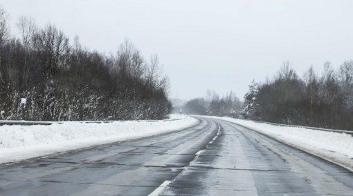 Naktį eismo sąlygas sunkins plikledis, perspėja kelininkai