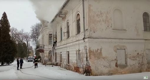 Šlapaberžėje degė dvaras: evakuoti gyventojai (vaizdo įrašas)