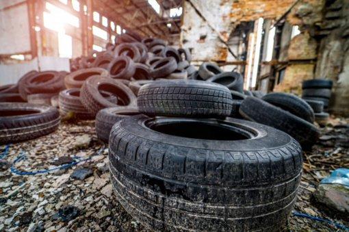 Padangų atliekas siūloma naudoti keliams ir takams tiesti
