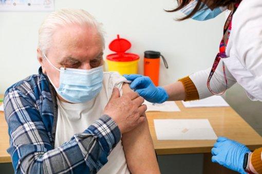 Lazdijuose įsibėgėja senjorų vakcinacija