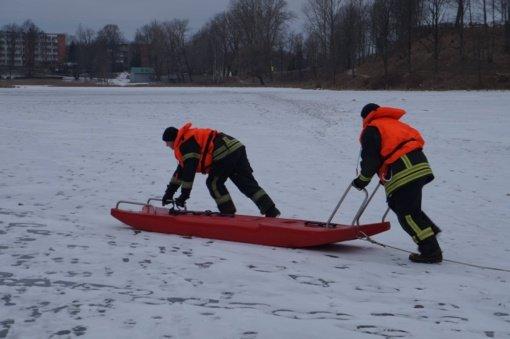 Dėmesio – tirpsta ledas ant vandens telkinių