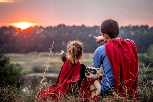3 priežastys, kodėl tėčiai turėtų kalbėtis su dukromis apie menstruacijas