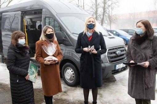 Jonavos rajono socialinėms įstaigoms perduoti du nauji autobusiukai