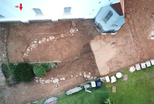 Archeologai atrado pirmosios Šiaulių bažnyčios pamatus