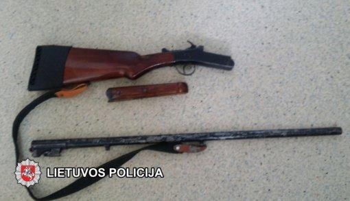Pasvalio rajone rastas neteisėtai laikomas šautuvas
