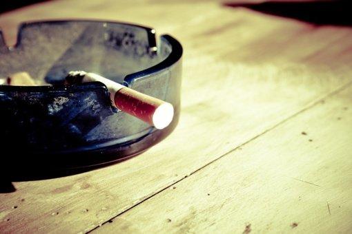 Nuo kovo 1-osios brangsta rūkalai, daliai žmonių mažėja priemokos už vaistus