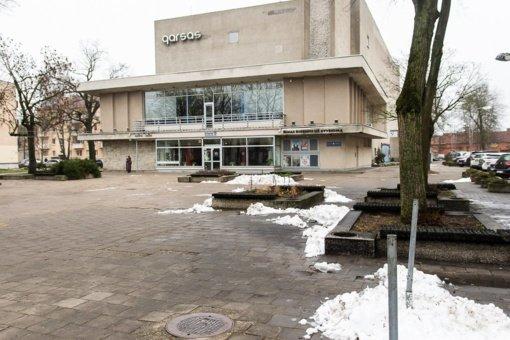 """Panevėžio """"Garso"""" kino teatras pradedamas griauti ruošiantis naujo menų centro statyboms"""