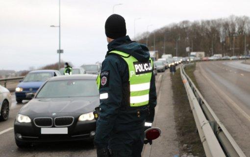 Kauno policijai įkliuvo dvi dienas gėręs ir alkoholio atsargas papildyti važiavęs vairuotojas