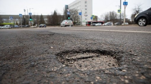 Kauniečiai raginami pranešti apie gatvėse po žiemos atsivėrusias duobes