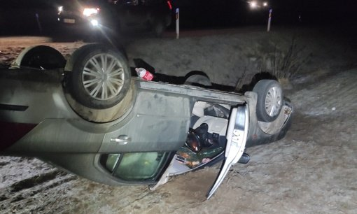 Vilniaus rajone girta vairuotoja kelionę baigė griovyje