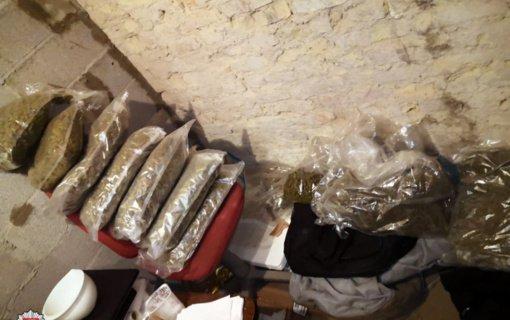 Sostinės policija sulaikė narkotikų platintojus (vaizdo įrašas)