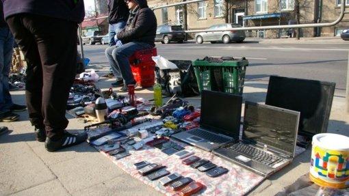 Turgaus prekeiviai: lauke dirbti liūdna ir šalta, genda prekės