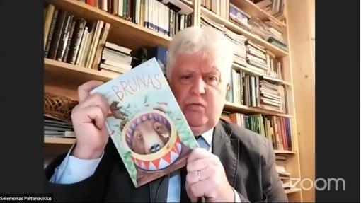Vaikystėje pasigedęs knygų apie gamtą, S. Paltanavičius pradėjo jas rašyti pats