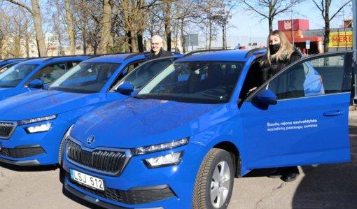 Šiaulių rajono seniūnijų socialiniai darbuotojai į pagalbą gyventojams vyks naujais automobiliais