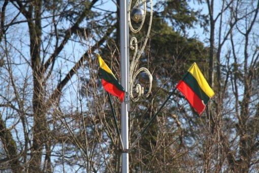 Artėjant Kovo 11-ai Pagėgių miestas papuoštas naujomis trispalvėmis