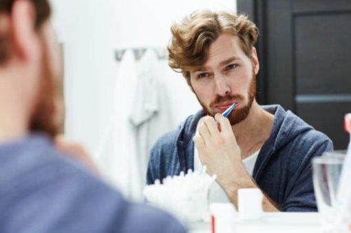 Minint Pasaulinę burnos sveikatos dieną: apie kraujuojančias dantenas ir to pasekmes