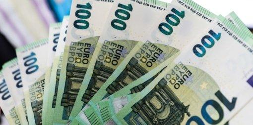 Gimus vaikui, siūloma iki 800 eurų didinti vienkartinę išmoką