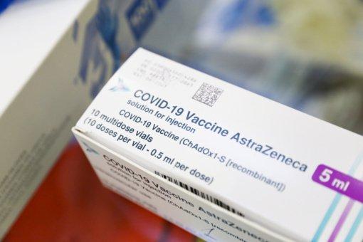 """Į Lietuvą atgabenta dešimtoji """"Vaxzevria"""" vakcinų siunta – 9600 dozių"""