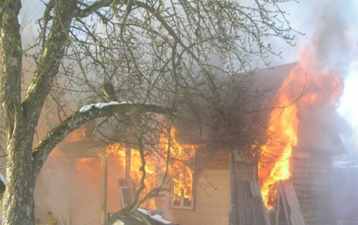 Gaisras Kuršėnuose: dega ūkinis pastatas