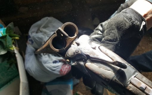 Raseinių rajone rastas ne tik nelegalus ginklas, bet ir aparatas naminei degtinei gaminti