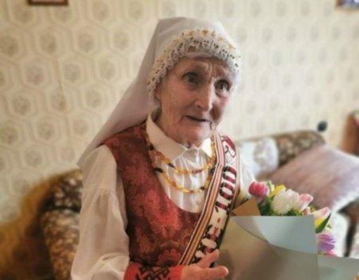 100-ąjį gimtadienį pasitinkanti Pakiršinio gyventoja į gyvenimą žvelgia su humoru ir energija
