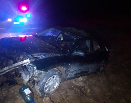 Šalčininkų rajone nuo kelio nulėkė girtų nepilnamečių pilnas automobilis