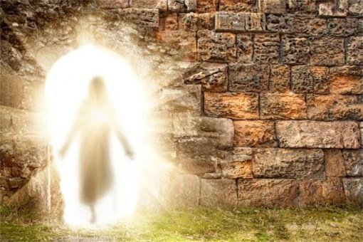 Margučiai, bažnyčių varpai ir prisikėlęs Kristus