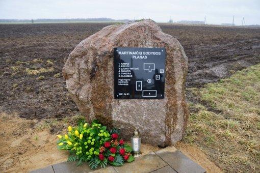 Paserbenčio kaime įamžintas Marcelijaus ir Algirdo Martinaičių atminimas