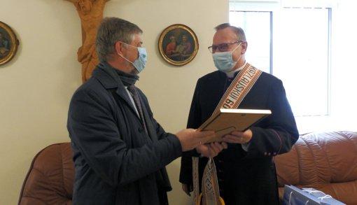 Klebonui, monsinjorui, Molėtų rajono garbės piliečiui Kęstučiui Kazlauskui – 60 metų
