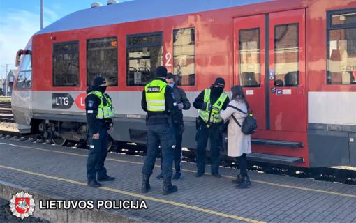 Marijampolės pareigūnai tikrino keliaujančius traukiniais