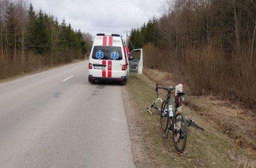 Ieškomas dviratininką partrenkęs ir likimo valiai palikęs vairuotojas