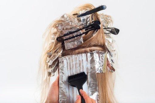 Siaubinga patirtis: dėl plaukų dažų moteriai sudarkytas veidas