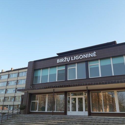 Biržų ligoninėje – gydytojo jubiliejaus paminėjimas, įžvelgiami karantino pažeidimai