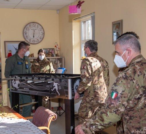 NATO kariai sveikino vaikų dienos centro vaikus