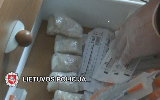Klaipėdoje atliekamo tyrimo metu rastų galimai narkotinių medžiagų vertė nelegalioje rinkoje gali viršyti 18 000 eurų