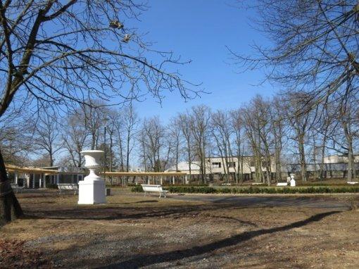Restauruotos Kėdainių dvaro sodybos parko XIX a. vazos