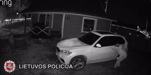 Klaipėdos kriminalistai baigė ikiteisminį tyrimą dėl pasikėsinimo įvykdyti BMW vairo vagystę