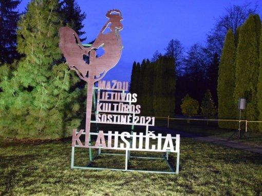 Klausučiuose suplevėsavo Lietuvos mažosios kultūros sostinės 2021 vėliava