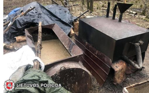 Jurbarko rajono savivaldybėje sulaikyti naminės degtinės gamintojai